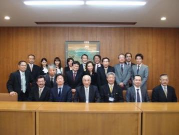 日本歯科審美学会認定医で理事も務めています。