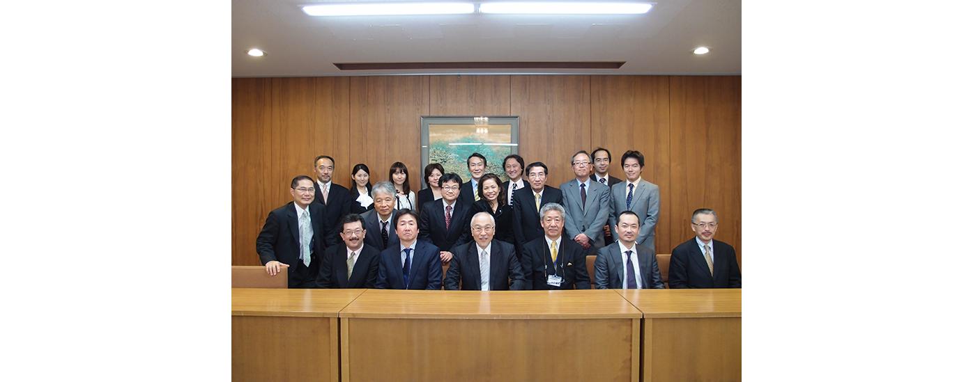 日本歯科審美学会認定医で理事を務め、2017年からは副理事長に任命。